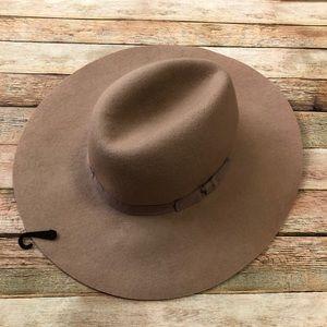 NWT Express Fedora Hat